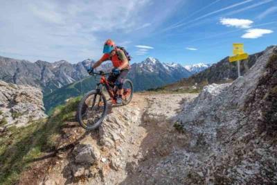 E-Bike hoch über dem Tal