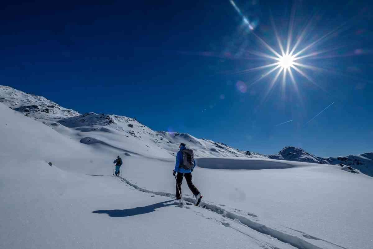 Skitourengeher und Sonnenstern