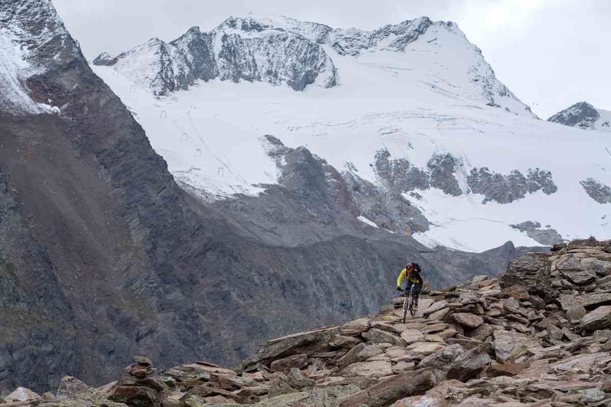 Flowtrail with glacier panorama
